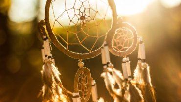 Qué significado tiene un «atrapasueños» y cómo utilizarlo para decorar